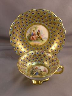 ٩(꒰❤♔ ✄ ◑◡◐✄♔❤꒱) ༘ Antique Dresden Peacock Courting Scene Cup & Saucer