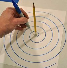 how to draw an Archimedean spiral Christmas Tree Village Display, Wall Christmas Tree, Easy Christmas Decorations, Xmas Tree, Simple Christmas, Christmas Crafts, Spiral Christmas Tree, Spiral Drawing, Alternative Christmas Tree