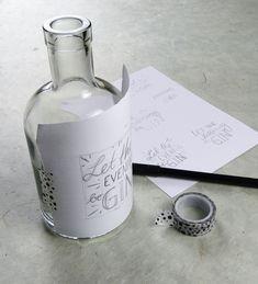 Gin Bottles, Bottles And Jars, Glass Bottles, Vodka Bottle, Jar Crafts, Diy And Crafts, Baby Bottle Decorations, Diy Accessoires, Glass Bottle Crafts
