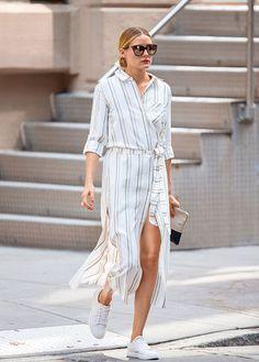Olivia Palermo in pinstripe white shirt dress split, street style New York, 2016 Olivia Palermo Outfit, Estilo Olivia Palermo, Olivia Palermo Lookbook, Olivia Palermo Style, Mode Outfits, Skirt Outfits, Fashion Outfits, Style Fashion, Ootd Fashion