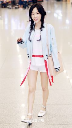 GIRLS GENERATION, the best source for photography, media, news and all things related to the girl group Girls' Generation. Taeyeon Fashion, Snsd Airport Fashion, Kpop Fashion, Star Fashion, Korean Fashion, Sooyoung, Seohyun, Yuri, Girls' Generation Taeyeon