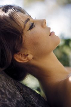 Heavy brows and heavy liner. Natalie Wood.
