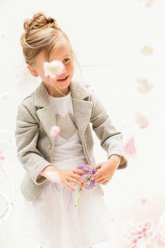 Come vestire i bambini alla moda in primavera - Se siete d'accordo vi risparmirei il monologo della pioggia. Eppure quando il meteo fa i capricci bisogna pur sempre vestirli, i bambini! Il nostro miglio alleato del mese? Eccolo qui! - Read full story here: http://www.fashiontimes.it/2016/04/come-vestire-bambini-moda-primavera/