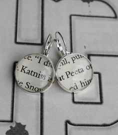 hunger games book page earrings.only fueling my addiction Hunger Games Outfits, Hunger Games Series, Hunger Games Catching Fire, Book Page Art, Cute Ear Piercings, Katniss And Peeta, Nerd Herd, Cool Books, Mockingjay