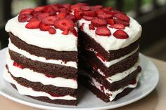 Looking for Fast & Easy Cake Recipes, Dessert Recipes! Find more recipes like Chocolate Strawberry Cream Cake. Köstliche Desserts, Summer Desserts, Christmas Desserts, Delicious Desserts, Dessert Recipes, Delicious Chocolate, Strawberry Cream Cakes, Chocolate Strawberry Cake, Strawberry Recipes