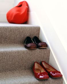 Kies voor simpel en snel met praktisch zelfklevend tapijt. Een ideale en snelle oplossing, dempt geluid en is ook nog eens veilig.