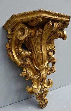 mensola dorata in foglia d'oro, Venezia epoca '700 Misure: 38 cm x 24 cm; altezza 50 cm