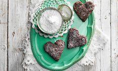 Det er aldri feil med brownies. Derfor passer det til alle anledninger - også som julekaker. Her er en enkel oppskrift på knallgode brownies. Brownies, Sugar, Cookies, Desserts, Food, Biscuits, Meal, Deserts, Essen