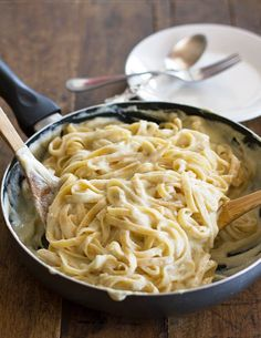 Healthy Fettucine Alfredo - made with a creamy cauliflower sauce   29 Healthy Versions Of Your Favorite Comfort Foods.