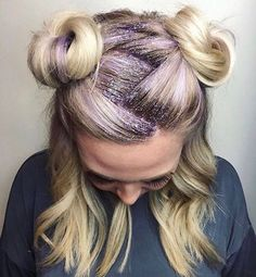 7 of the Most Bizarre Beauty Trends of 2017 – LuLaRoe Kim and Bro ♥ Comfort, Style, & Convenience ALL in One Place! 7 of the Most Bizarre Beauty Trends of 2017 7 Weird Beauty Trends of 2017 Beauty Trends, Beauty Hacks, Beauty Tips, Glitter Roots, Glitter In Hair, Festival Makeup Glitter, Glitter Outfit, Glitter Slime, Glitter Eyeliner