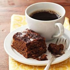 A sweet topping of cocoa powder and cinnamon is baked right into this delicious mocha coffee cake. Source: Diabetic Living MagazinePreheat oven to 350 degrees F. Diabetic Cake, Diabetic Desserts, Healthy Dessert Recipes, Diabetic Recipes, Diabetic Foods, Pre Diabetic, Diabetic Living, Diabetic Cookies, Quick Dessert