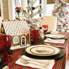 Christmas Tree Spode, A Holiday Tradition - The Glam Pad Christmas Tabletop, Spode Christmas Tree, Christmas Events, Christmas Tree Design, Christmas Table Settings, Christmas Tablescapes, Magical Christmas, Outdoor Christmas Decorations, Holiday Tables