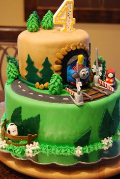 train cake | Gamma Susies This n That: Thomas The Train Cake with Crossing Gates