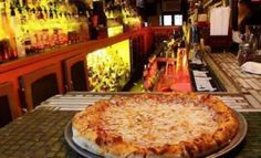 Crocodile Lounge NYC | FREE PIZZA WITH EVERY DRINK!!