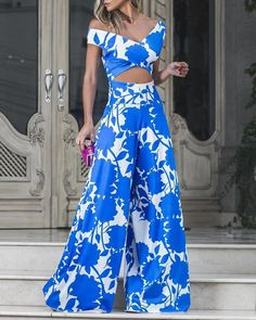 Print Crop Top With Wide Leg Pants Set Shop- Women's Best Online Shopping - Offering Huge Discounts on Dresses, Lingerie , Jumpsuits , Swimwear, Tops and More. Pantalon Costume, Sleeveless Crop Top, Printed Jumpsuit, Vacation Dresses, Crop Tops, Pattern Fashion, Wide Leg Pants, Amazing Women, Sleeve Styles