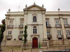 The Madre de Deus Convent in Lisbon is national monument. Currently serves as the premises of the National Azulejo Museum because of the azulejo and the gold carving that covers the walls of this building. This is one of the best examples of the Baroque period in Portugal.
