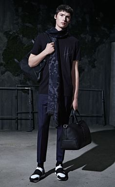 Discover the HUGO Menswear Party Collection, featuring modern suits and sportswear with unconventional attitude Hugo By Hugo Boss, Hugo Men, Modern Suits, Tote Backpack, Black Leather Bags, Italian Leather, Wool Blend, Sportswear, Women Wear