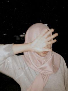 Casual Hijab Outfit, Ootd Hijab, Hijab Chic, Hijabi Girl, Girl Hijab, Hijab Style Dress, Profile Pictures Instagram, Tumblr Photography, Profile Photography