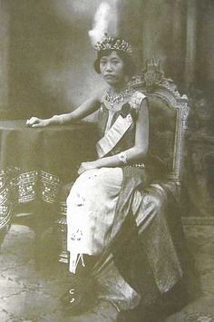 Princess Phra Nang Chao Suvadhana(Thai:สุวัทนา;RTGS:Suwatthana, 15 April 1906 – 10 October 1985) was the royal consort of KingVajiravudh(or Rama VI) ofSiam. Her original name was(Thai:เครือแก้ว อภัยวงศ์;RTGS:Khruea-kaeo Aphaiwong). She was born a commoner; her father was Lord Abhayabhupesa (Lueam Abhaiwongse) and her mother was Ms. Lek Bunnag.  photo :  Thai Royal Burial Sites | Unofficial Royalty | source : wikipedia