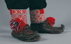 Utsjoki region Sámi 'Sisna' shoes -UTSJOENSAAMELAISEN kengät Folk Costume, Costumes, Folk Clothing, Lappland, Costume Patterns, Ethnic Dress, Hobbies And Crafts, Folklore, Traditional Outfits