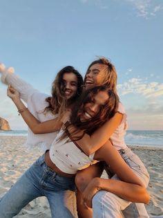 Cute Beach Pictures, Cute Friend Pictures, Friend Photos, Friend Picture Poses, Beach Picture Poses, Cute Friend Poses, Picture Ideas, Bikini Pictures, Beach Photos