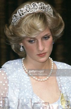 Princess Eugenie resplendent in first official pictures of her wedding Princess Diana At A Banquet In New Zealand Wearing A Blue Chiffon Evening Dress Designed By Fashion Designers David And Elizabeth Emanuel Princess Diana Wedding, Princess Diana Fashion, Princess Diana Pictures, Royal Princess, Princess Of Wales, Lady Diana Spencer, John Spencer, Queen Elizabeth, Princesses