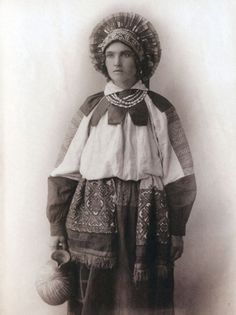 Russian women in national costumes of pre-revolutionary Russia, photos, history of the Russian national costume Russian Beauty, Russian Fashion, Folk Costume, Costumes, Court Dresses, Embroidered Apron, Russian Folk, Married Woman, Traditional Dresses