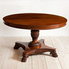Charmant Antique Round Center Pedestal Table In Mahogany, Northern Europe, C. 1850