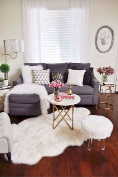 15 Clever Ideas To Decorate Your Small Living Room 6