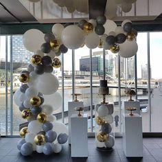 233 отметок «Нравится», 31 комментариев — Boutique Balloons Melbourne (@boutique_balloons_melbourne) в Instagram: «Gold, silver and white giant confetti tassle balloons #confettiballoons #balloonsmelbourne…»