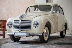 Minor 2 byl vyvinut během 2.světové války v továrně Jawa jako Jawa Minor II, koncepčně navazuje na vůz Jawa Minor.