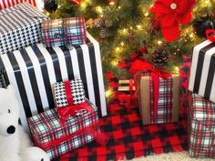 Mixing Patterns: We love this look! Add black & white to your Christmas decor: http://www.hgtv.com/decorating-basics/black-and-white-holiday-decor/pictures/page-10.html?soc=pinterest
