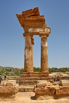 Tempio dei Dioscuri - Valley of The Temples, Agrigento, Sicily, Italy Ancient Greek Theatre, Ancient Greek Art, Ancient Ruins, Ancient Greece, Ancient History, Art History, Ancient Greek Architecture, Religious Architecture, Classical Architecture