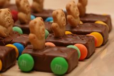 10 Fun Birthday Party Snack Ideas - Kids Kubby : These are adorable! This candy snack is especially fitting for a boy's birthday party or any car themed party – made with Teddy Grahams, Milky Way bars, chocolate melts, and M's or Skittles. Birthday Party Snacks, Birthday Fun, Birthday Ideas, Birthday Cakes, Yummy Treats, Sweet Treats, Yummy Food, Yummy Snacks, Cute Food