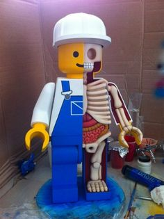 Jason Freeny's Giant Dissected Lego Men. Combines your Anatomy class and my love of Legos! Legos, Art Jouet, Medical Student, Medical School, Motif Art Deco, Pokemon, Toy Art, Designer Toys, Lego Creations