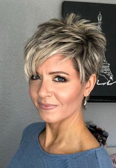 "How to style the Pixie cut? Despite what we think of short cuts , it is possible to play with his hair and to style his Pixie cut as he pleases. For a hairstyle with a ""so chic"" and pointed… Continue Reading → Short Layered Haircuts, Short Hairstyles For Women, Easy Hairstyles, Hairstyles 2018, Summer Hairstyles, Short Choppy Hairstyles, Stylish Short Haircuts, Stylish Hairstyles, Hairstyles Pictures"