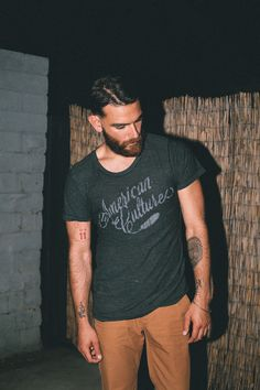 Heather black T-shirt and mustard trousers beard men style Look Fashion, Mens Fashion, Fashion Menswear, I Love Beards, Raining Men, Street Style, Heather Black, Hair And Beard Styles, Gentleman Style