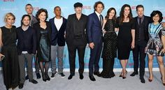 The cast is back together! Stars Hollow's famous faces made an appearance at the premiere for the revival! ✨Click the link in our bio to see even more photos from the red carpet. : Eric Charbonneau/Invision for Netflix/AP Images Gilmore Girls Cast, Gilmore Girls Quotes, Lorelai Gilmore, Glimore Girls, Girls Show, Keiko Agena, Rory And Jess, Matt Czuchry, Team Logan