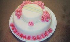 Kultahäät - Hääpäiväkakku vanhemmilleni, ruusu jokaisesta yhteistä vuodesta. - Aina on aihetta leipoa kakku -kilpailun satoa 15.4. - 16.6.2014 https://www.facebook.com/leivojakoristele