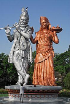 Statue of Lord Krishna Radha Krishna Hindu, Krishna Statue, Jai Shree Krishna, Radha Krishna Images, Lord Krishna Images, Hindu Deities, Radhe Krishna, Shree Ganesh, Hanuman