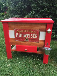 Wooden Budweiser cooler DIY Wooden Ice Chest, Wooden Cooler, Diy Cooler, Farming Life, Edison Lamp, Steampunk Lamp, Bar Ideas, Coolers, Pallet Furniture