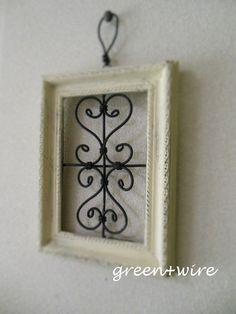 壁掛けタイプのミニフレーム、黒と白