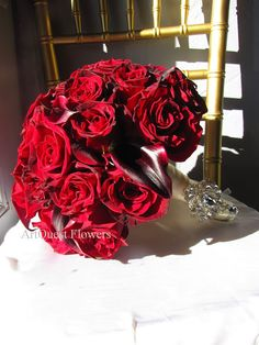 Red rose #bouquet with calla lilies. #wedding