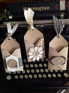 Make in Christmas colors & hang on tree. Envelope Punch Board Gift Card Holders: by Buy Lizzie Mini Album Scrapbook, Scrapbook Cards, Card Tags, Gift Tags, Gift Card Holders, Money Holders, Envelope Punch Board Projects, Envelope Maker, Gift Cards Money