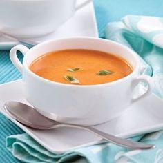 La crème de tomates est facile à faire et tellement réconfortante… Multipliez les portions et remplissez le congélo de cette crème gourmande! Psst! Utilisez les fines herbes de votre jardin! Slow Cooker Recipes, Soup Recipes, Vegetarian Recipes, Cooking Recipes, Healthy Recipes, Clean Eating Soup, Food For A Crowd, Soup And Salad, Soups And Stews