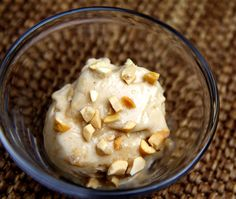 Healthy, tasty & ice cream with only 2 ingredients: frozen bananas & peanut butter!