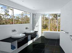 Bathroom Windows North Brisbane ensuite and walk in robe - the montego - north lakes display