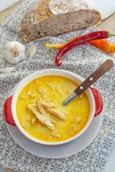 Rețeta de ciorbă de burtă, explicată pas cu pas, ușor de făcut acasă, cu gust desăvârșit. Cum se face ciorba de burtă, ce os se folosește, ce legume punem. Romanian Food, Restaurant, Cheeseburger Chowder, Thai Red Curry, Soup, Cooking Recipes, Ethnic Recipes, Life, Romanian Recipes