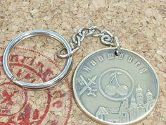 Schlüelanhänger von Naumburger-Motiv gibt es bei www.muenzenringe.de Charms, Messing, Cool Stuff, Personalized Items, Dom, Etsy, Beauty, Handmade Rings, Unique Jewelry