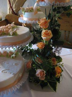 pfirsichfarbene Hochzeitstorte Cupcakes, Table Decorations, Desserts, Food, Home Decor, Peach Paint, Wedding Pie Table, Pies, Tailgate Desserts
